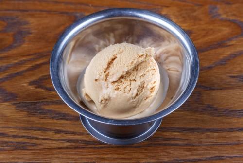 Домашнее мороженое карамель с морской солью